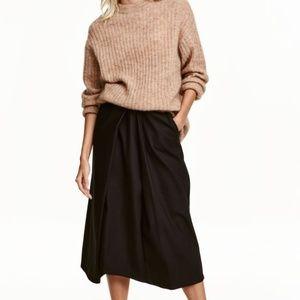 H & M Black Skirt